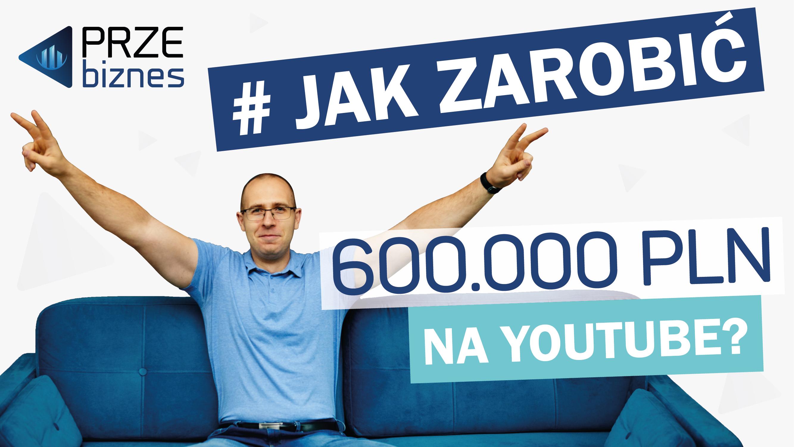 szczęśliwy-mężczyzna-w-niebieskiej-koszulce-napis-#-jak-zarobić-600.000-na-youtube